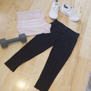 Victoria Sport black Capri leggings